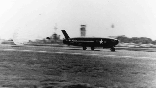 regulus-missile-mail-carrier-landing.jpg