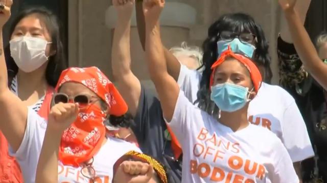Uma Thurman reveals teen abortion in op-ed criticizing Texas law