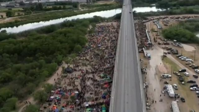 U.S. reopening Texas border crossing after clearing out migrant encampment