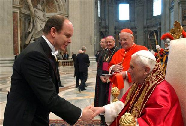 Royals Salute  Pope