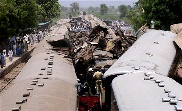 Pakistan Trains Collide