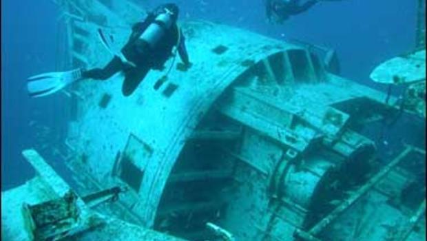 scuba divers perish inside florida wreck cbs news. Black Bedroom Furniture Sets. Home Design Ideas
