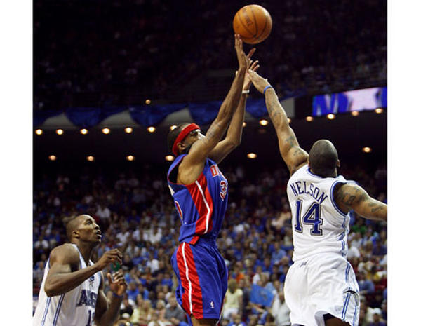 Detroit vs. Cleveland Game 5 - 2007 NBA Playoffs - Pictures - CBS News