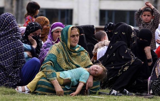 Pakistani Refugees Flee Swat