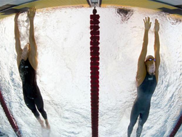 2009年8月1日星期六,在美国国际泳联世界锦标赛上,迈克尔菲尔普斯离开了塞尔维亚队的米洛拉德·卡维奇,赢得男子100米蝶泳决赛冠军。