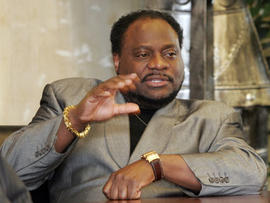 Bishop Eddie Long (PICTURES): Pastor Attempted to Drop Burglary Charges Against Accuser