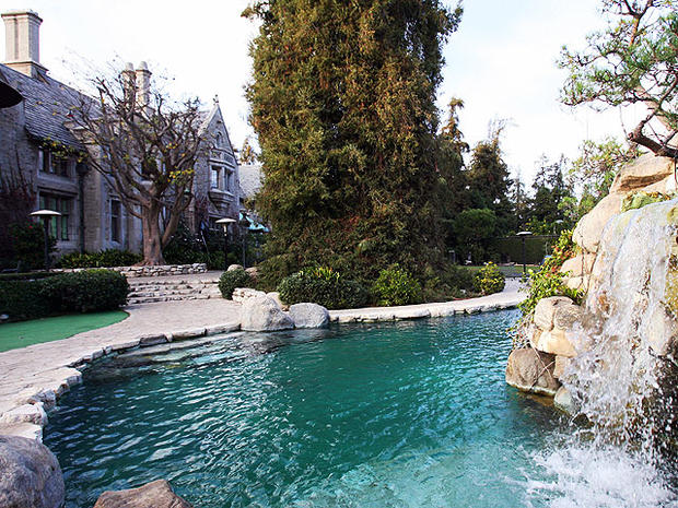 playboy mansion, 4x3