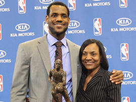 LeBron James' mother arrested at Miami Beach hotel