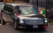 Obama's motorcade gets stuck in Dublin
