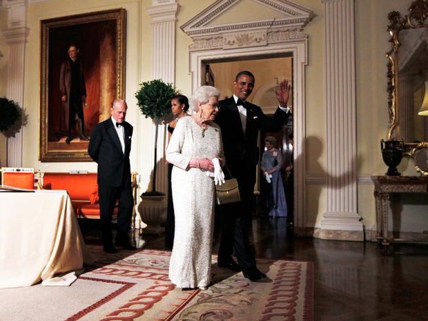 Obamas get royal welcome
