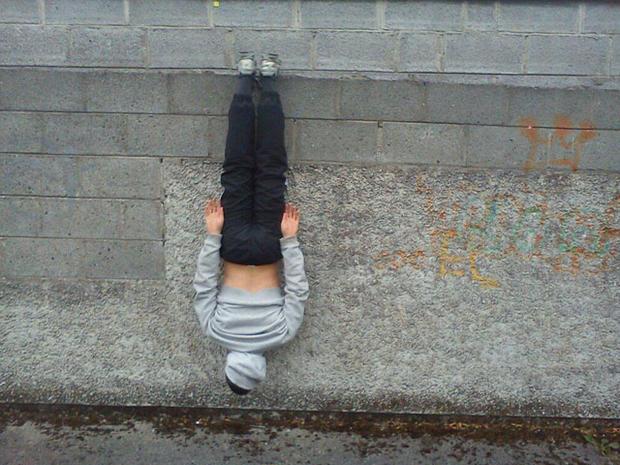 "LOL-worthy ""batman-ing"" photos, it's the new ""planking"""