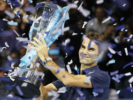 Roger Federer kisses the winners trophy