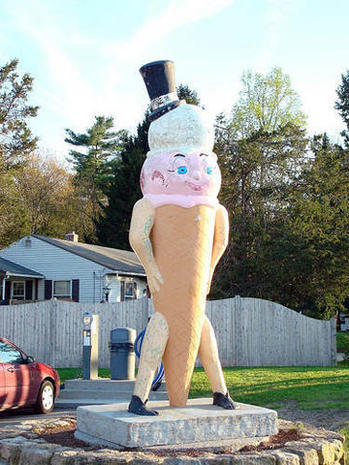 Really big, odd roadside attractions