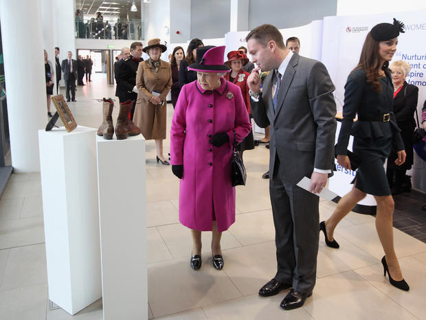 Queen begins Diamond Jubilee tour with Kate