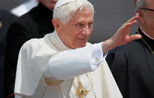 Pope gets enthusiastic welcome to Cuba