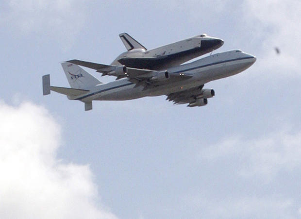 Space shuttle Enterprise flies over NYC - Photo 1 ...