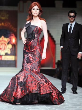 Ex-Russian spy Anna Chapman hits the catwalk