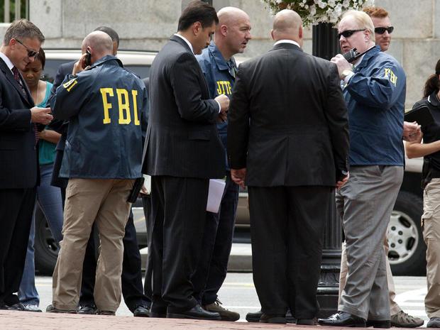 华盛顿警方和联邦调查局特工于2012年8月15日在华盛顿的家庭研究委员会外聚集,此前游说团体的一名警卫被枪杀。