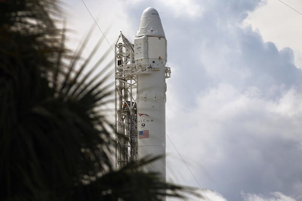 SpaceX launches Dragon Spacecraft
