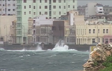 Hurricane Sandy thrashes Cuba's capital
