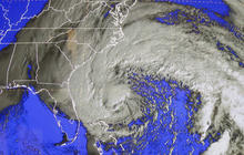 Sandy bears down on East Coast