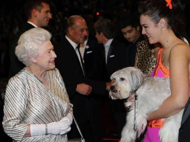Queen attends Royal Variety Performance 2012