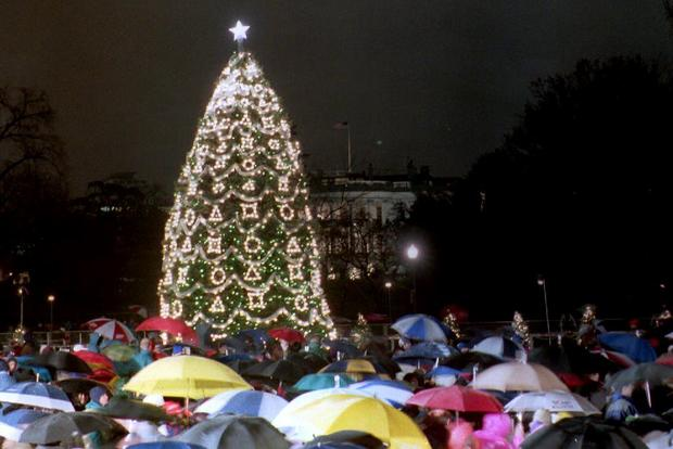 Obama lights National Christmas Tree