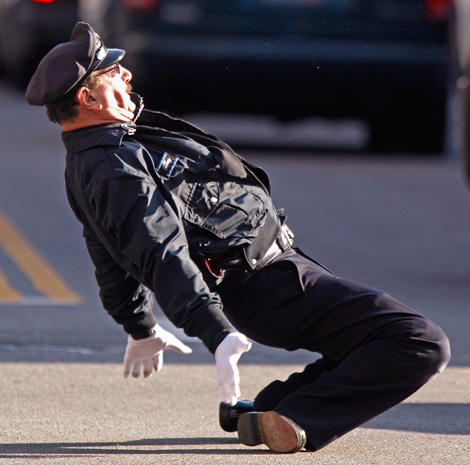 Dancing cop entertains R.I. drivers