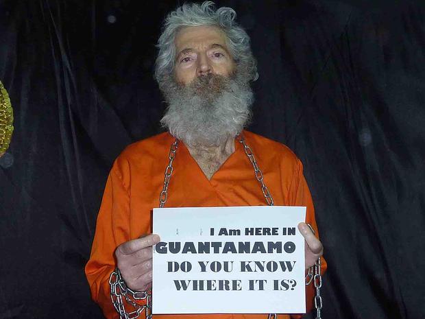 退休的联邦调查局特工罗伯特莱文森在这张未注明日期的照片中看到了俘虏。