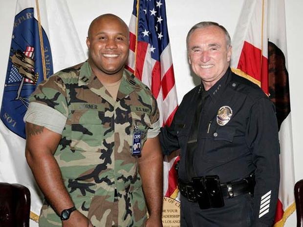 洛杉矶警察局发布的这张未注明日期的照片显示,前警察局局长威廉·布拉顿(William Bratton)是前洛杉矶军官克里斯托弗·多纳(Christopher Dorner)。