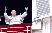 Pope Benedict gives final Sunday blessing