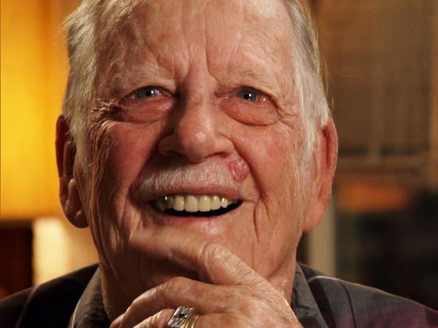 Ed Bray在D日参加了诺曼底比赛并且有两个紫心勋章,但89年来,他无法阅读。