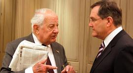 Ewald-Heinrich von Kleist (left) with German Federal Minister of Defense Franz Josef Jung in 2009.