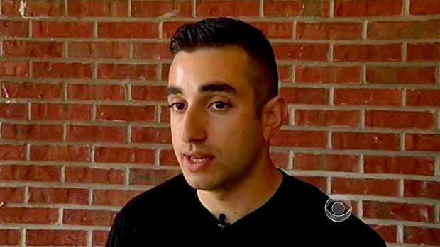 24岁的阿拉博巴巴哈尼(Arabo Babakhani)描述了他与持枪的室友相遇并打电话给911。