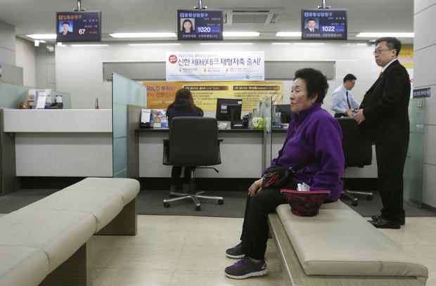 Computer crash in South Korea paralyzes banks, media
