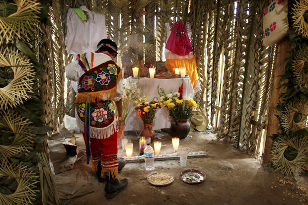 Indigenous acrobats and performers in Mexico