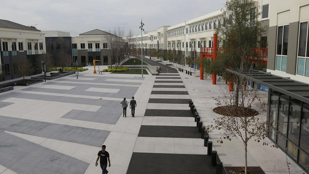 apple facebook google yahoo many other tech firms try luring workers to the office cbs news menlo park t