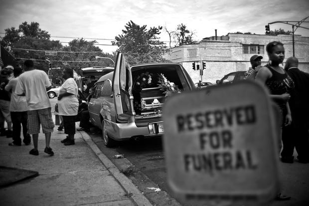 Photographing Chicago's gang violence