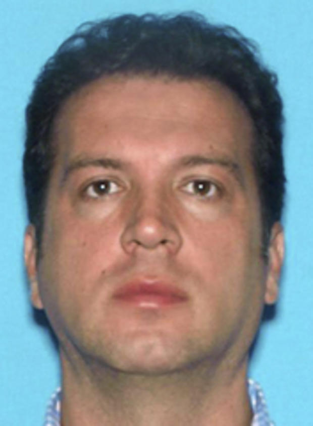 这张由新泽西州警方于2013年4月10日发布的预订照片显示,Georgios Spyropoulos周二在Tick Tock Diner逮捕了他在新泽西州克利夫顿管理的事件.Spyropoulos面临阴谋罪指控一名男子杀死他的叔叔。