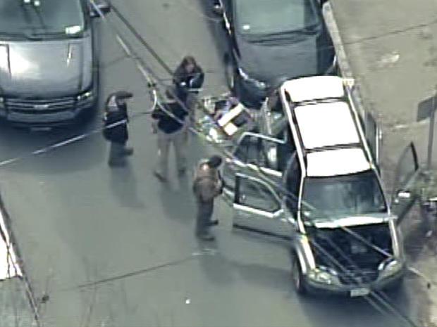 被波士顿轰炸嫌疑人劫车后的被遗弃的车辆。