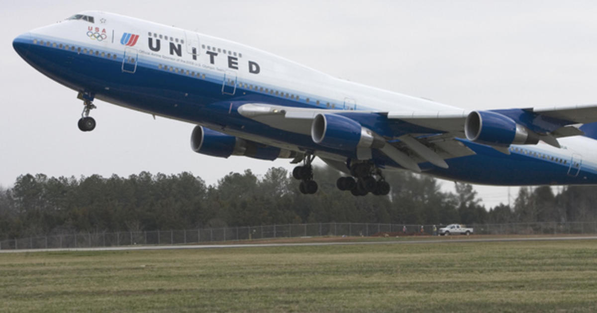 united airlines loss narrows cbs news