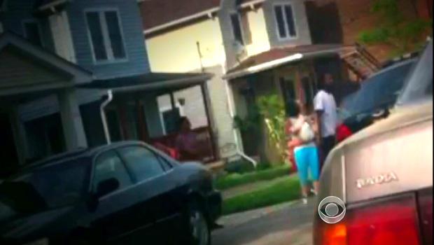 手机视频捕捉了阿曼达贝瑞和她的孩子在阿里尔卡斯特罗家外的自由的第一时刻。