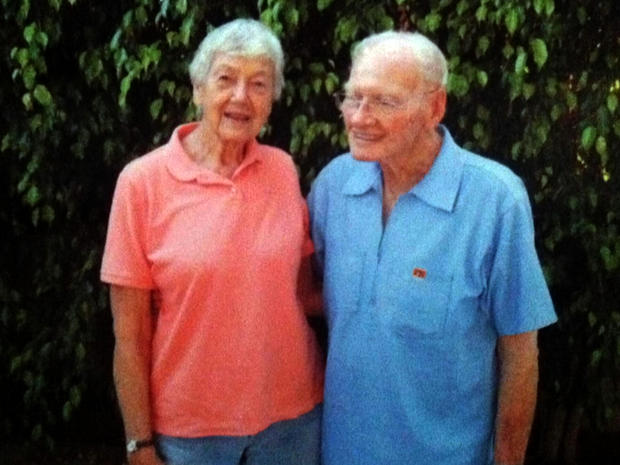Cynthia Riggs和Howard Attebery描绘了重新连接。