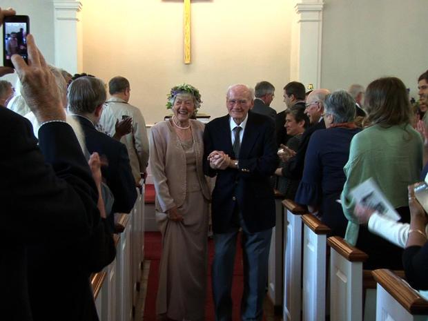 Cynthia Riggs和Howard Attebery上周结婚,六十年后的会面。