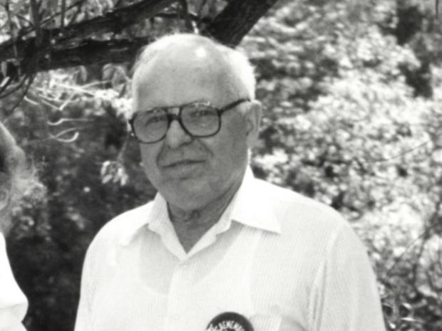 1990年5月22日,图像显示迈克尔·卡科克,在1990年6月初从苏联总统米哈伊尔·戈尔巴乔夫访问明尼苏达州之前拍摄于明尼苏达州劳德代尔。卡尔科克是一名高级指挥官,其纳粹党卫军领导的部队因烧毁的村庄而受到指责据美联社发现的证据显示,自第二次世界大战后不久,有妇女和儿童向美国移民官员撒谎进入美国并一直生活在明尼苏达州。