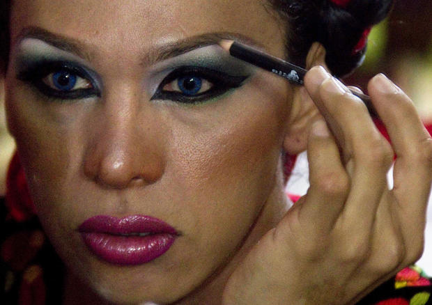 """Mexico's indigenous """"muxes"""" defy gender norms"""