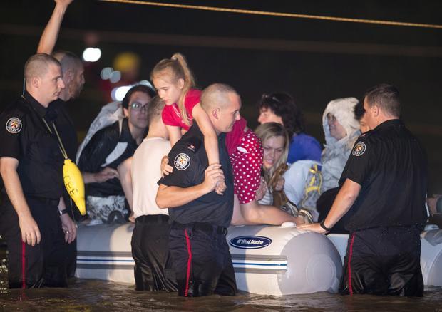 Flash floods swamp Toronto