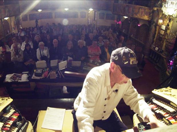 Fred Hermes在现场观众面前表达了自己的爱好。