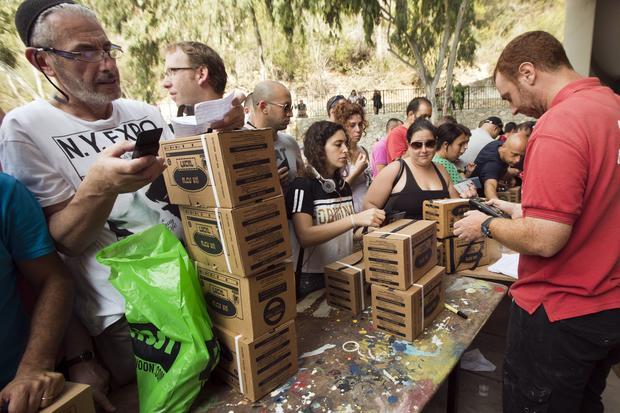 Israelis rush to buy gas masks