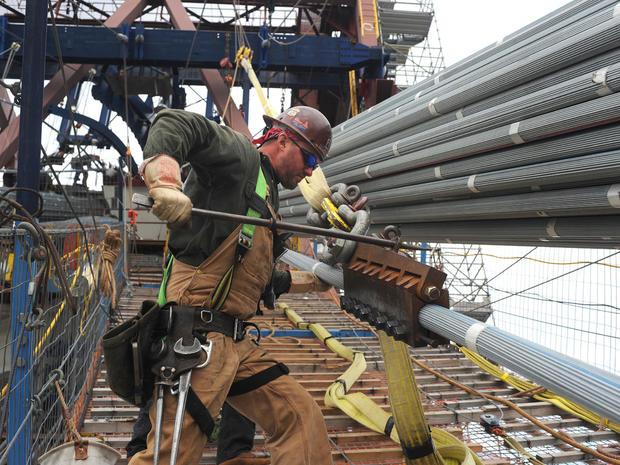 Photographing the labor of bridge builders